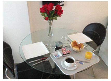 petit-dejeuner-chambre